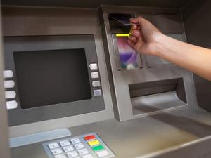 Как перевести деньги через банкомат Сбербанка