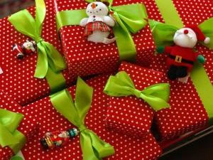 Как красиво упаковать подарок к Новому Году в бумагу